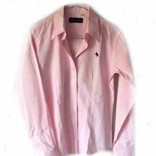 Rosa skjorta, mer som strl. XS 59:- inkl. frakt Aldrig använd