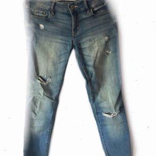 Jeans från Hollister, passar mig som är 1,60 79:- inkl. frakt