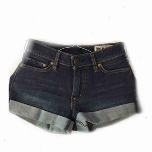 Mörkblå jeansshorts 49:- inkl. frakt