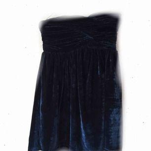 Kortare klänning i sammet 69:- inkl. frakt