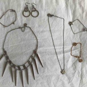 Halsband, örhängen och armband från Edblad (det armbandet med trianglar är fr H&M). 40kr för armbanden, 50kr för örhängena & 60kr för halsbanden. (Styckpris).