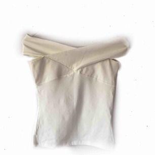 Off shoulder från Gina 79:- inkl. frakt Passar även XS