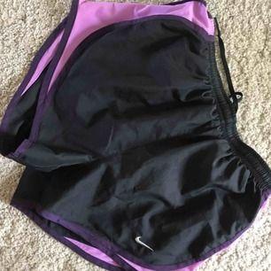Shorts från Nike  Väldigt sparsamt använda