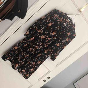 Fin klänning från Cubus, endast använd ca 2 ggr 👗 finns i Uppsala, annars står köparen för frakt!🌼
