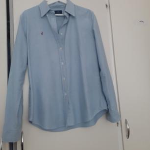 Jätte fint Ralph Lauren skjorta använt några gånger ganska ny.