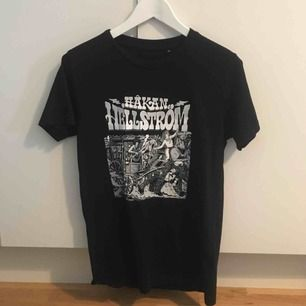 Frakt ingår! Håkan Hellström - T-shirt från konserten rullande åska. Säljer för den inte kommer till användning.