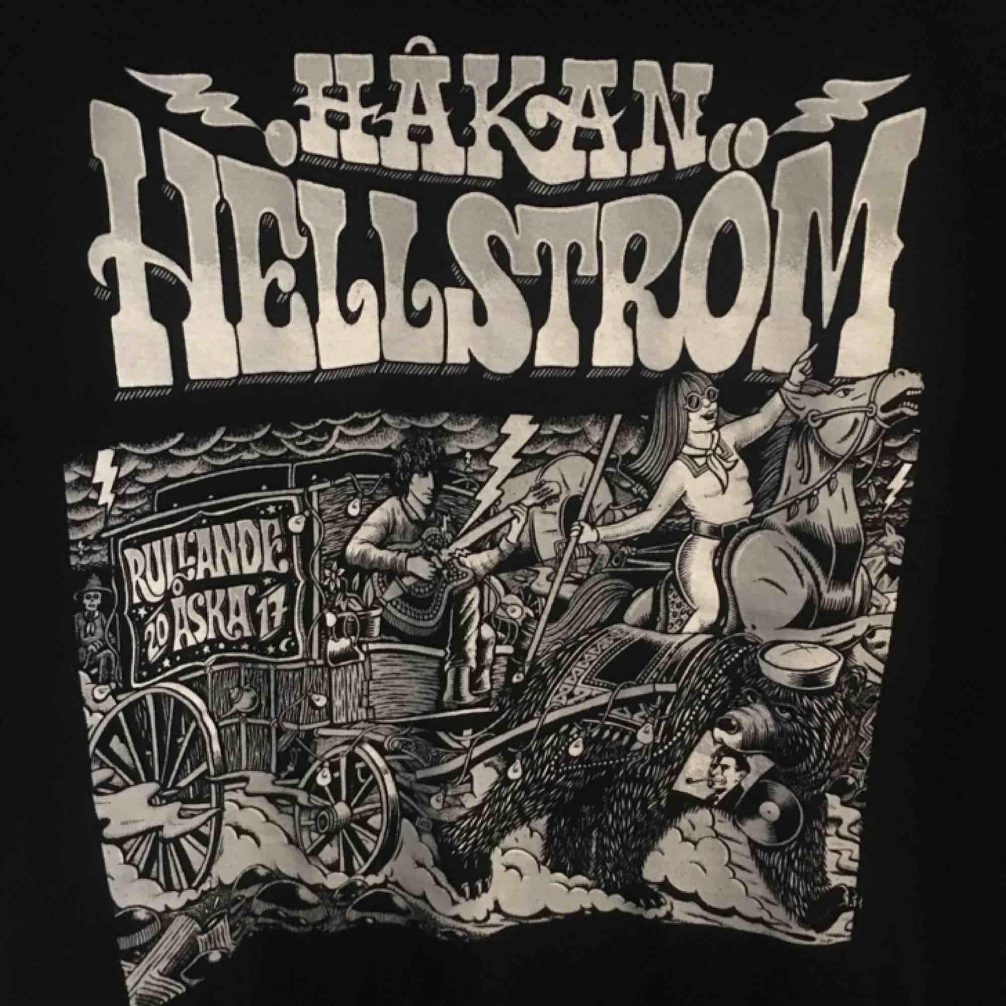 Frakt ingår! Håkan Hellström - T-shirt från konserten rullande åska. Säljer för den inte kommer till användning. . T-shirts.