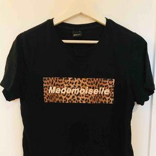 Tshirt med tryck från Gina Tricot, sparsamt använd och i gott skick. Tryck av fin kvalitét!