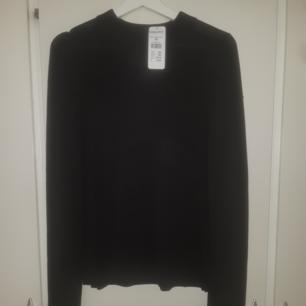 Fin stickat tröja från Kappahl i färgen svart prislappen är på den är inte använd bara provat hemma en gång.