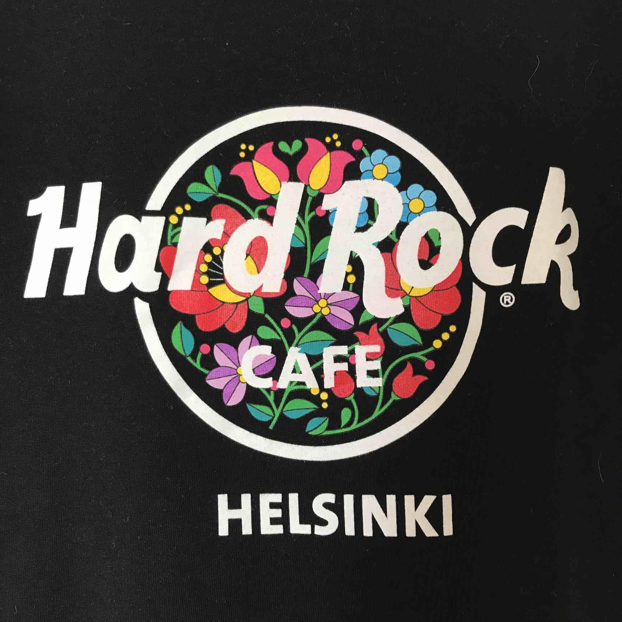 Helt ny hardrockcafé t-shirt. Gulligt och blommigt tryck! Storlek S men passar XS bra också! Frakt tillkommer🧡. T-shirts.