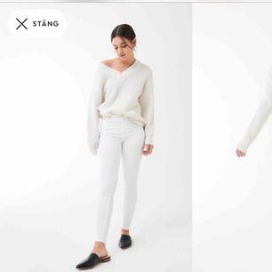 Fina jeans med hög midja från grina tricot, ganska tighta i modellen. Nästan aldrig använda och är köpta för 300kr. Eventuell frakt betalar köparen:)