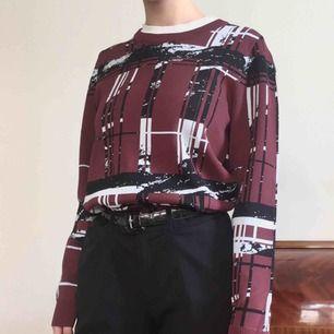 Cool tröja från fina märket samoe samoe. Top skick! Rejält o bra material. Möts på södermalm. Frakt tillkommer!