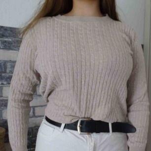 Ribbad tröja från gina. Färg: beige