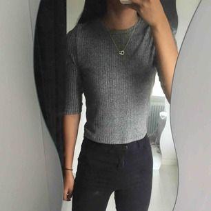 Jättefin tröja i strl 10 (XS) från River Island, sparsamt använd. Köparen står för eventuell frakt:)
