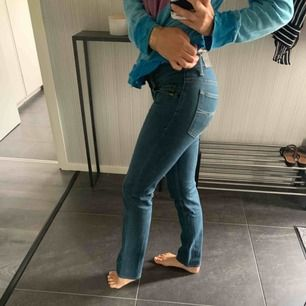 Smala jeans från Tiger of Sweden i blå tvätt. Sparsamt använda.