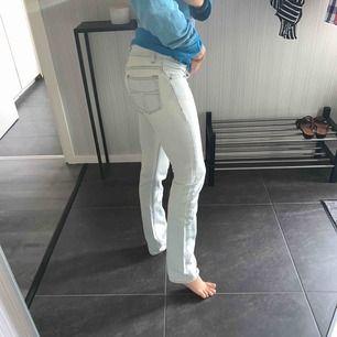 Jeans från Tiger of Sweden i ljusblå tvätt. Fint skick.
