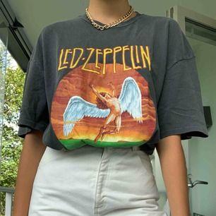 Super oversized t-shirt som även går att använda som klänning.