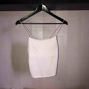 Rakt skuret linne från bikbok, köpt 2 år sen ❤️ ribbat material med extra lager vid bysten