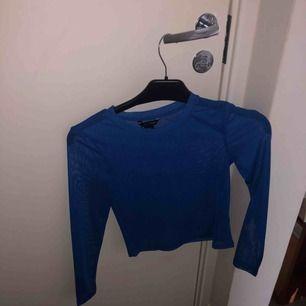 Blå mesh tröja från Monki, använd 1 gång