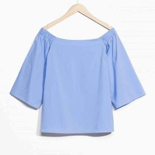 Superfin ljusblå blus från & other stories i strl 36, oanvänd. Bild 2 och 3 visar hur blusen ser ut på men blusen jag säljer är den blå. Jag bjuder på fraktpriset! 💌