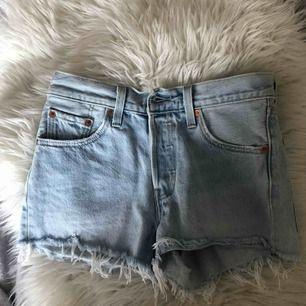 Levis 501 shorts. 90kr pga fläckarna (se bild 2)