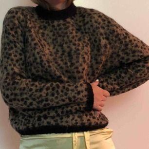 hur mysig ullig tröja?!?! perfekt nu till höst. väldigt trendig dessutom från & other stories. ÄLSKAR🖤🖤🖤🖤