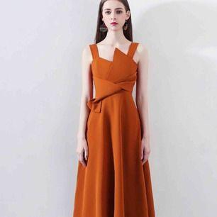 Säljer en jättefin klänning från SheProm som jag beställde där för ca 6 månader sedan    Storlek M   Leverans tillkommer    Pick up på Södermalm   Originalpris 750 SEK   Längd: knälång    Bust. 84cm  Waist 67cm
