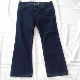 Mörkblå jeans i nyskick från Part Two Ca 80 cm midja lganska låg midja