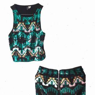 Linne och kjol fulla av paljetter  49:- styck eller 79:- för båda Svart baksida på topen, dragkedja i rumpan