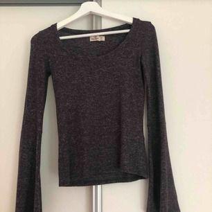 En långärmad tröja från Hollister i storlek XS. Pris: 50kr. Köparen står för frakten.