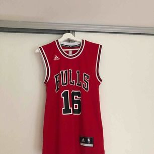 Ett Chicago bulls basket linne! Storlek: 2 XS. Köparen står för frakten.