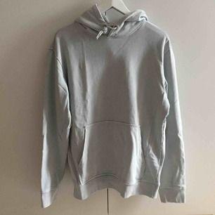 ljusblå hoodie från weekday!! fett skön men använder inte längre. pris kan diskuteras