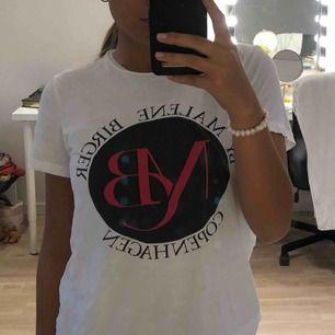 Fin t-shirt från By Malene Birger. Köparen står för frakt