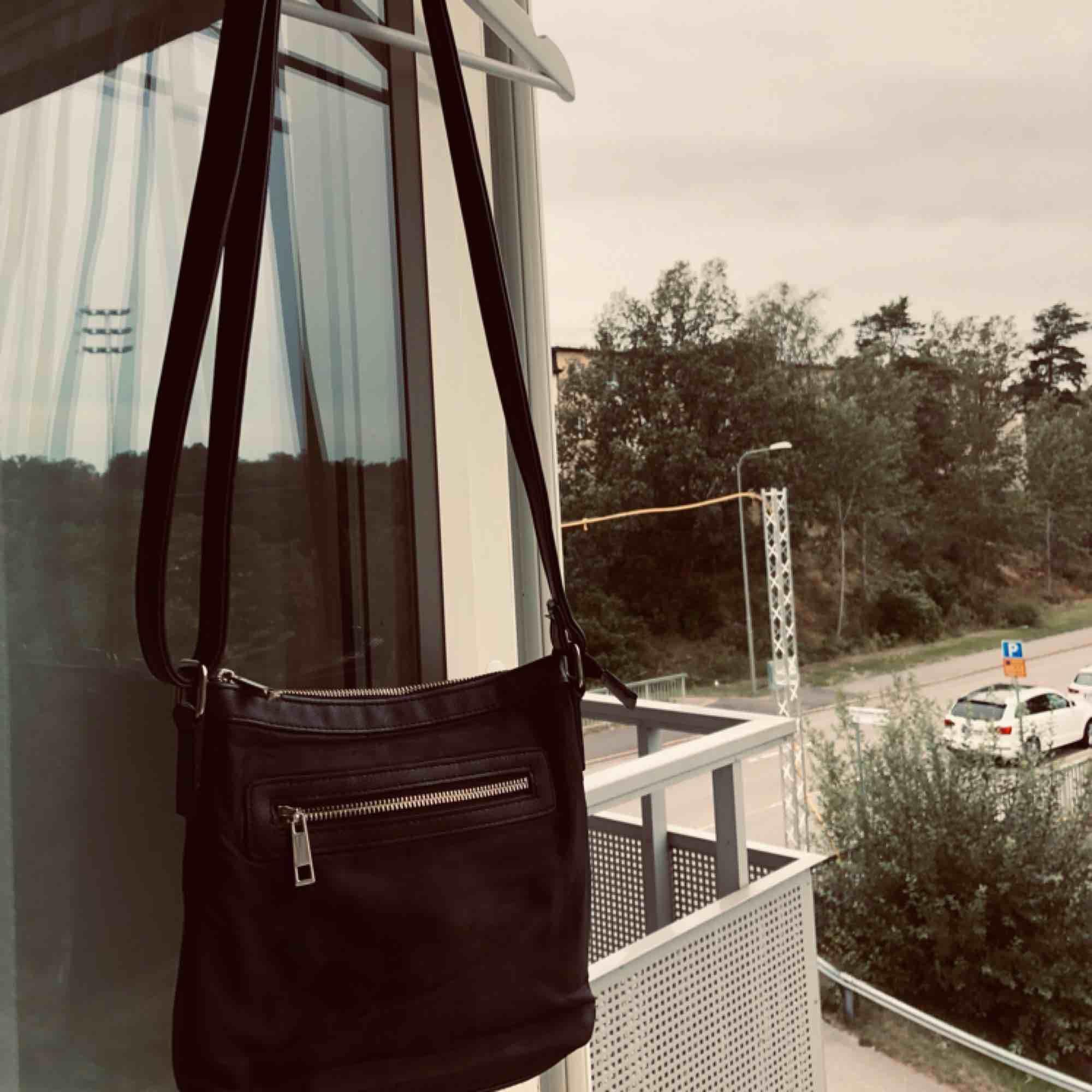 Väska med dragkedja . Väskor.