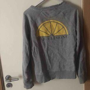 Hej! Säljer en Aqua limone tröja för 200kr som är köpt på Nk i Göteborg för 900kr , Har  bara andvänt den 2 ggr !