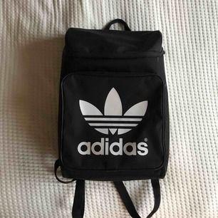 Adidas ryggsäck i toppenskick💞 Köparen står för frakt💫