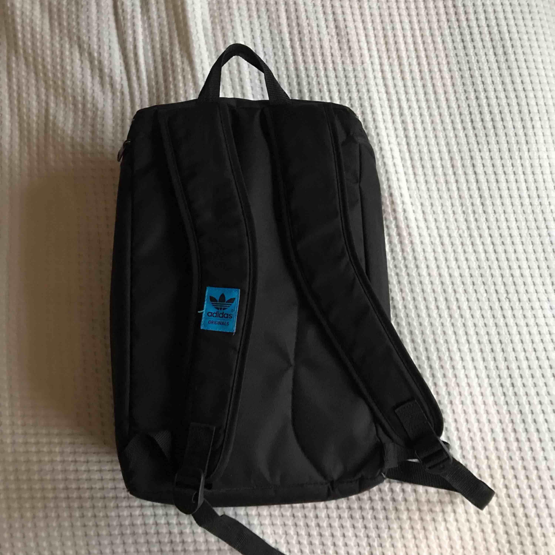 Adidas ryggsäck i toppenskick💞 Köparen står för frakt💫. Väskor.