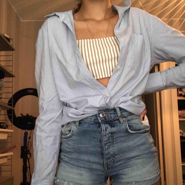 Super snygga jeans shorts från Gina Tricot.. Shorts.