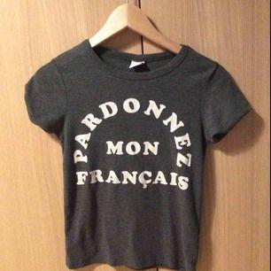 Grå t-shirt från Gina 60 kr (med frakt)