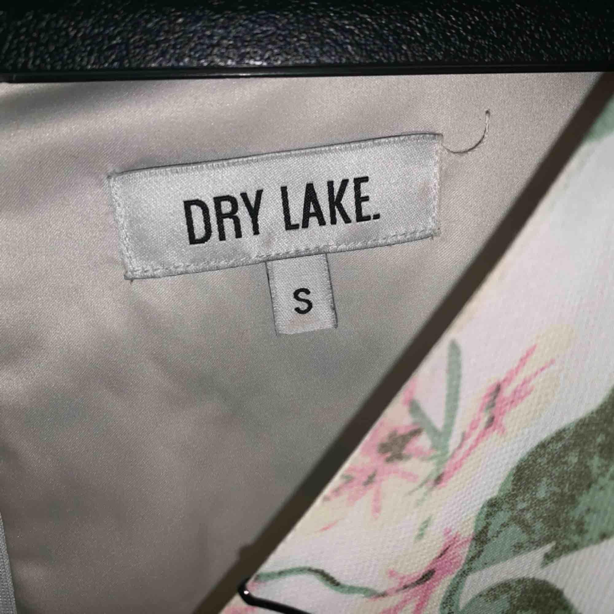 Supersöt playsuit från Dry Lake i strl S👸. Övrigt.