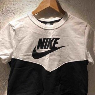Nike crop top⭐️