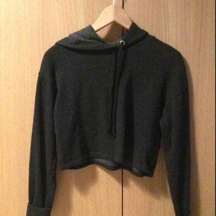 Kort hoodie från H&M 50 kr (med frakt)