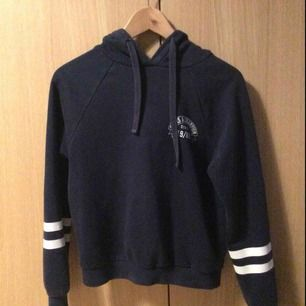 Blå hoodie från Gina  80 kr (med frakt)