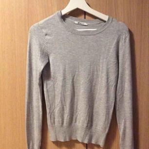 Grå tröja från Gina 60 kr (med frakt)