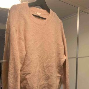 Mohair tröja från H&M använd vid ett tillfälle. Dvs bra skick. Frakt tillkommer