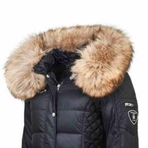 Hej! Jag säljer nu min fina Rock and blue jacka i storlek XS/S, pälsen på jackan är äkta och fin!  Jackan är i ett fint skick utan några skador! Det är den längre modellen!  Nypris: 3 799kr Mitt pris: 1 500kr  Pris kan diskuteras vid snabb affär!