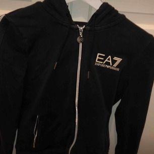 Ea7 hoodie⭐️sparsamt använd, fint skick