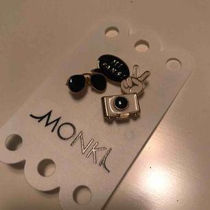 Helt nya pins från Monki - aldrig använda !! Tar swish ✨