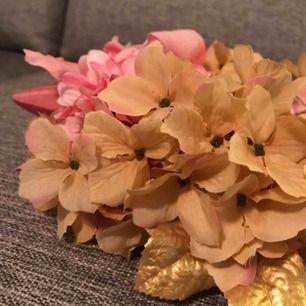 Handgjord flowercrown - perfekt till photoshoots ! Möts endast upp vid köp (stockholm eller strängnäs) meddela vid frågor ✨🌿