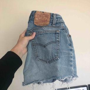Jättefina vintage Levis shorts. Har ett par beiga till salu också, köp båda för 250!